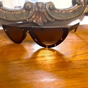 Vintage inspired crescent tortoise shell sunglass